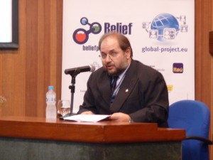 Prof. Edson Spina (POLI-USP) abre Simpósio BELIEF